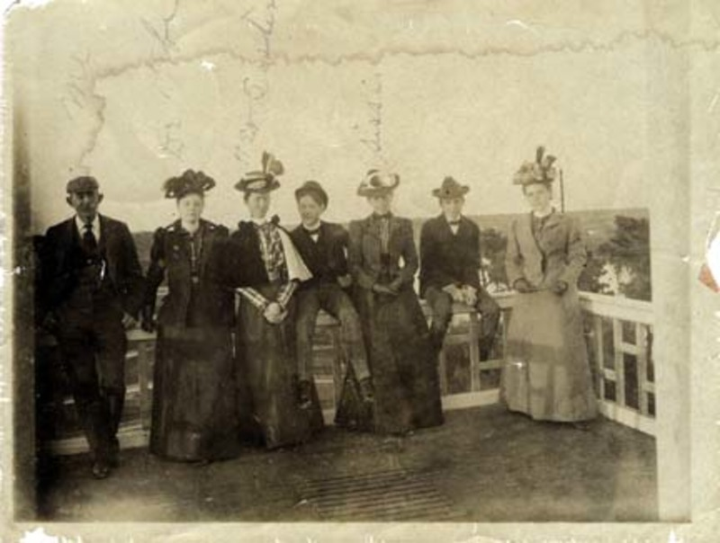 Dick Neil Batchelor, Louise Meriwether Batchelor, Mary Christian Meriwether and four unidentified people photographed on top of the old Seminole Hotel.